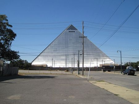 Pyramid arena, Memphis TN, photo by Thomas R Machnitzki vis Wikimedia